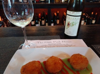 Jalapeno Mac & Cheese Poppers and Soave